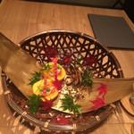 53003040 - 柿の器に豆腐の白和え エビ、銀杏                       松茸