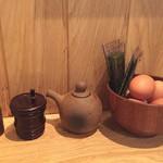 三代目 ぬる燗 加藤 - 生卵と味付け海苔