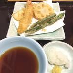 天丼てんや - 天ぷら4品と生ビールで¥580はお得です(^_^)