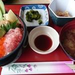 53004038 - 海鮮丼1500円