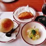 53005033 - キャベツの酢漬け』『ピロシキ』『グラスワイン(赤)』『グリブィ』だぎゃ~♪(^o^)丿