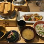 五穀 - 料理写真:鶏と野菜の健康黒酢あんかけ定食(¥980)