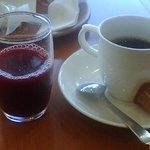 5301314 - 朝食バイキング アセロラジュースとコーヒー