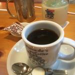 コメダ珈琲店 - 奥左 アイスコーヒー 奥右 ミルクセーキ 手前 ブレンドコーヒー