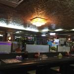 ハイウェイ食堂 - クラブ、キャバクラの居抜きだと思われる店内^ ^