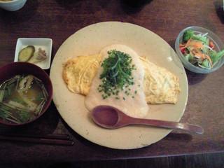 aunt MIMI - 牛肉と新生姜の炊き込みご飯のオムライス とろろソース