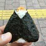 おむすび 重吉 - 天むす ベーコン・もろこし・グリーンピース 206円。