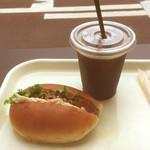 53028564 - 照り焼きチキンとごぼうサラダ/有機アイスコーヒー