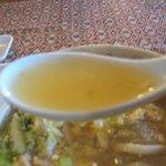 サワディー - 豚肉と白菜、セロリなどの野菜の旨味が出たスープ