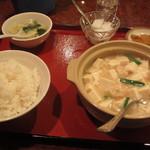 53034252 - エビと豆腐塩味炒め定食650円+税 スープ、杏仁豆腐、漬物付き