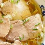美好食堂 - 料理写真:チャーシュー麺 しょっぱくて肉肉しいチャーシュー 見ただけで美味いとわかる自家製麺 だからか! 一人前の麺の量が多いのは! ホントはソースカツ丼も食べたかったんだよなぁ。