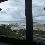 53035552 - 窓からの景色。天気が良ければ絶景なんだろうけど。。