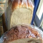 フリルフスリフ - 料理写真:ホワイトブレッドハーフ&いちじくパン