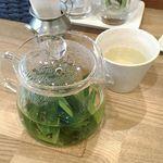 お野菜カフェ アトリエラムカーナ - フレッシュハーブティー(有機レモングラス)