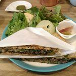 お野菜カフェ アトリエラムカーナ - ホットプレスサンド(ボロネーゼ、ごぼう、青菜、インカの目覚め)