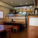 板橋冷麺 - 店内は広々していて割と快適!