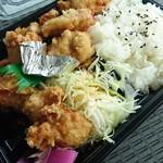 お弁当トマト - 料理写真:からあげ弁当(税込490円)