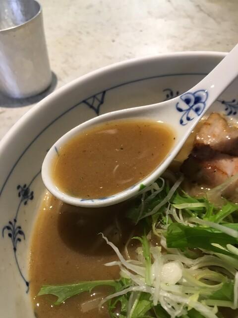 名前のないラーメン屋 - 重層のスープ