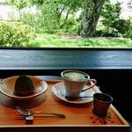 53043539 - 庭園が見える席で『ホット抹茶ラテ』と『季節のモンブラン』を頂く~♪(^o^)丿