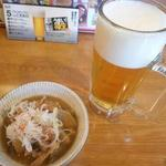 鉄板酒場 鐵一 - とりあえずの生ビールと牛モツ煮込み