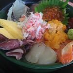 53044838 - びっくり海鮮丼 1080円 先着20名