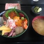 53044950 - びっくり海鮮丼 1080円 先着20名