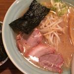 麺通 - らーめん(背油醤油) 半麺 こってりで 680円