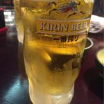 53045216 - 生ビール(中)です。グラスもキンキンに冷えてて美味しい♪