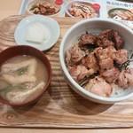 53047361 - 焼鳥丼 550円