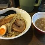 あごばんらーめん - 料理写真:つけ麺(黒細麺、濃厚あご、中盛り、税込800円)