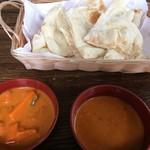 インド・ネパールレストラン ミテリガウン - 料理写真:Aランチバイキングのプレーンナン、キーマカレー、野菜カレー