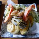 赤城山麓 いろり庵 - 料理写真:2つづつ出る、「夫婦天ぷら」、美味しい。インゲンに注目、2つちくわに通してあります。