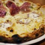 ピッツェリア トレンタノーヴェ - パンチェッタとレモンリコッタチーズのピッツァの部分