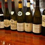 ラ・カーヴ・ド・ノア - 店内:いいワインが結構揃っている