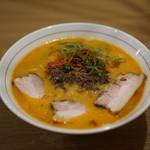 地球の中華そば - 白湯を使った担々麺+チャーシュ 樋上氏の才能を見せつける一杯!