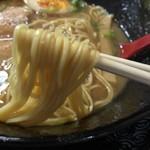 いちにいさん - いちにいさんラーメン(720円)麺リフト