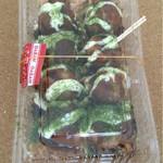 木の葉 - たこ焼き320円。七味を掛けます。