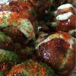 木の葉 - ズーム。たこ焼き320円。紅生姜と七味がアクセント。濃い目のソースがまた美味しい。