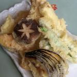 東鮓本店 - 天ぷら盛り合わせ、揚げたてがとても美味しい