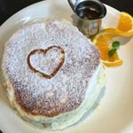 Urth Caffé - 2016年7月3日 ノーマルパンケーキ1,020円。