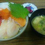 市場の食堂 - 海鮮丼690円(税込) 写真は、+100円の大盛りになっています^^