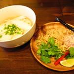 49 Asian Kitchen + Bar - 蒸し鶏チキンフォー