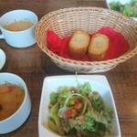 53067438 - スープと前菜