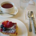 サロン・ド・テ ペシェ・ミニョン - 紅茶も美味しゅうございます