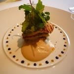 53068778 - 前菜…蕪とサーモンのミルフィーユ仕立て                        フォアグラのソテーと新玉葱のソース                       フチ飾りはマスタードとバルサミコ