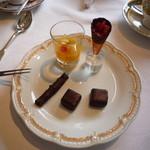 53068795 - チョコレート美味しい((´∀`))~                       つれの分もいただいてごちそうさま!