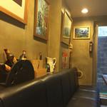 平さんのお店 - テーブル席側の壁