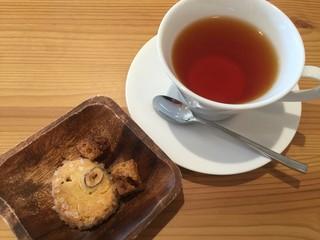 Moliere Cafe 降っても晴れても - 焼き菓子嬉しく。