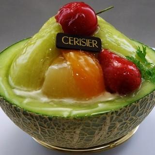 スリジェ - 料理写真:メロンのフルーツ盛り594円