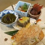 佳肴 あさひ山 - 郷土料理五点盛り 栃尾の油揚げ 佐渡のモズク酢 冷やしのっぺ 鮭とばの酒浸し 佐渡のいごねり